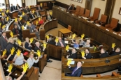 The Council Chambers awash with yellow!